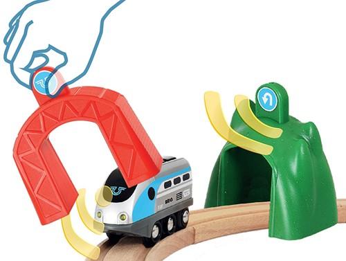 BRIO trein Smart Tech locomotief met actietunnels 33834-3